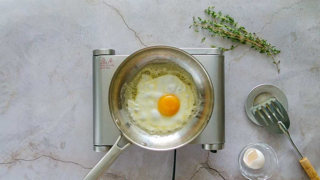 frying an egg stovetop