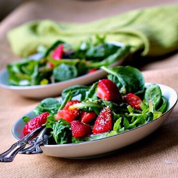 The best strawberry spinach salad you'll ever need. Delicious, healthy, easy.