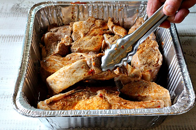 Marinade for country style pork ribs in an easy to use disposable container