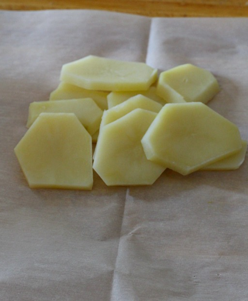 How to cook potatoes in parchment paper.