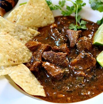 Beef chile recipe made with hatch chile peppers