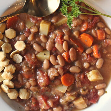 Vegetable and potato soup with mayocoba beans