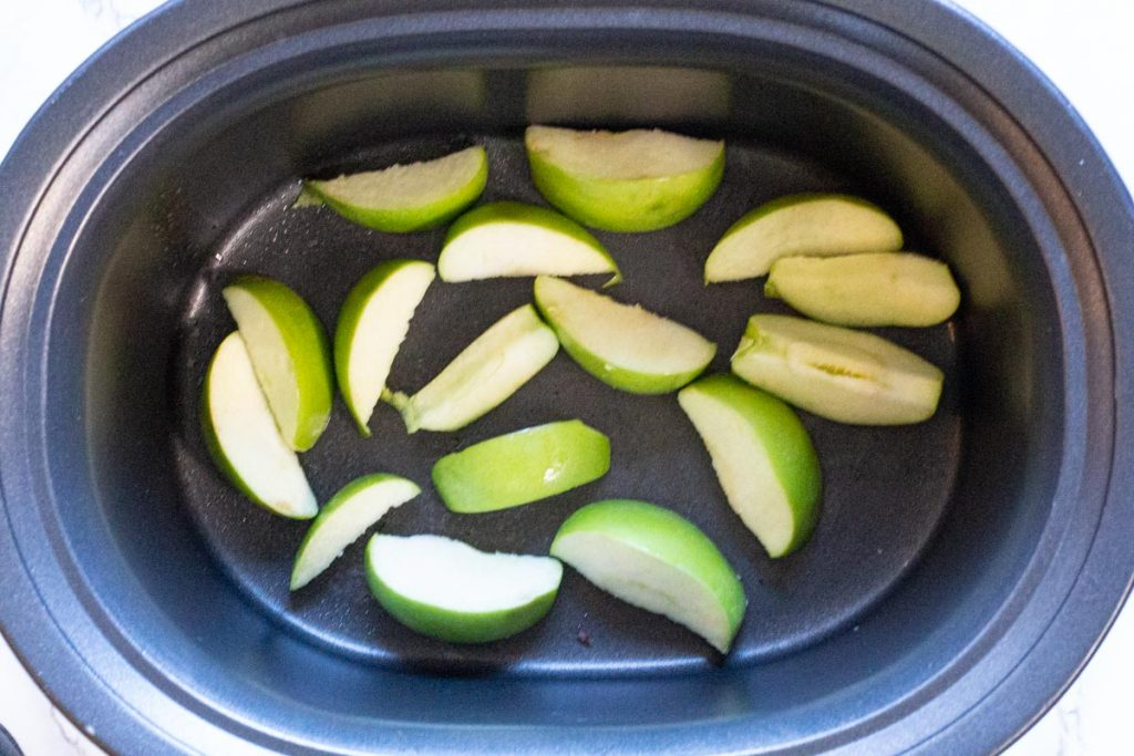 green apples in crockpot for braised pork chops