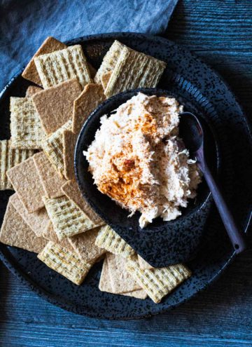 Chicken ranch dip served with crackers