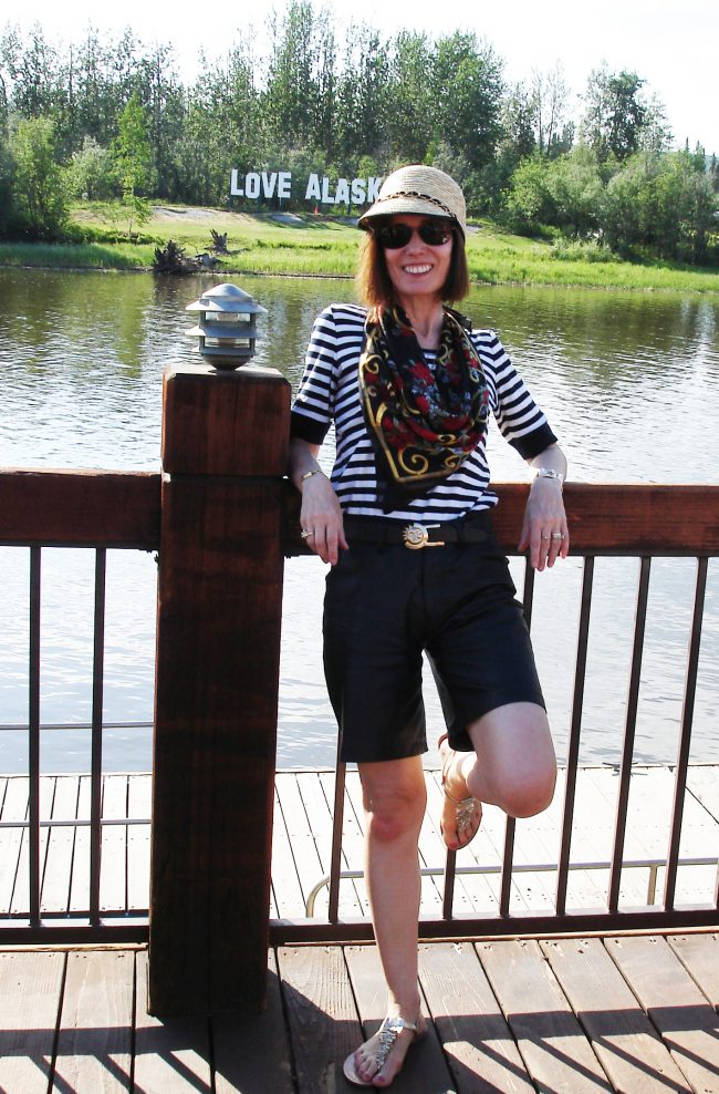fashion blogger in California casual outfit standing at the river