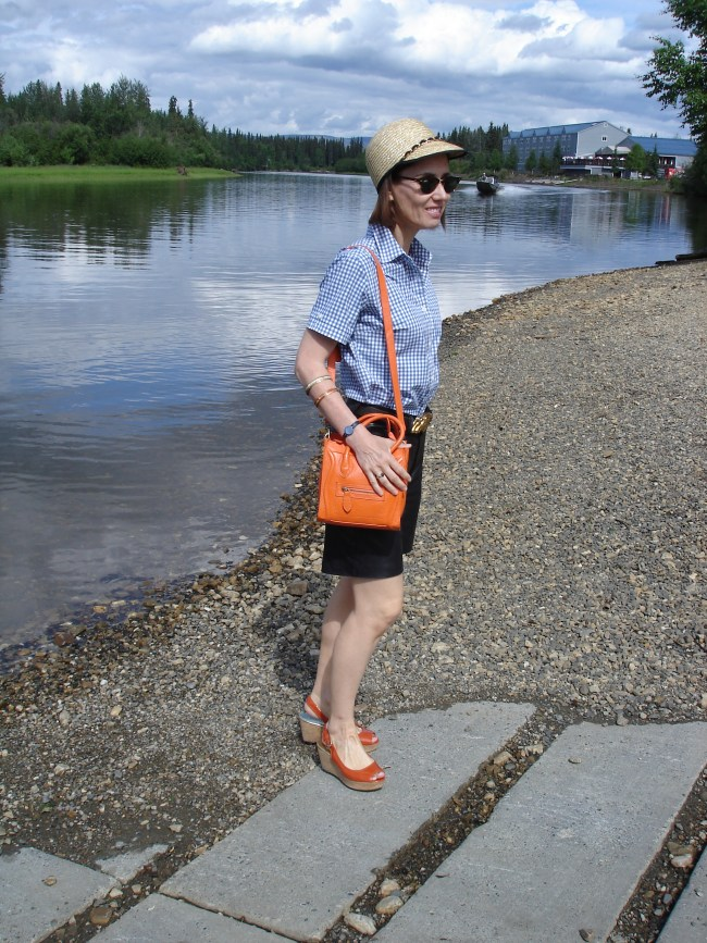 #fashionover40 midlife woman in chic weekend look with leather shorts