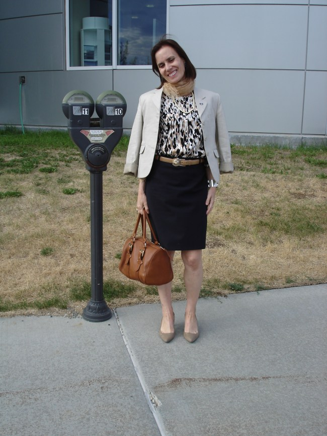 blogger Nicole in blazer and skirts Europe inspired summer office style