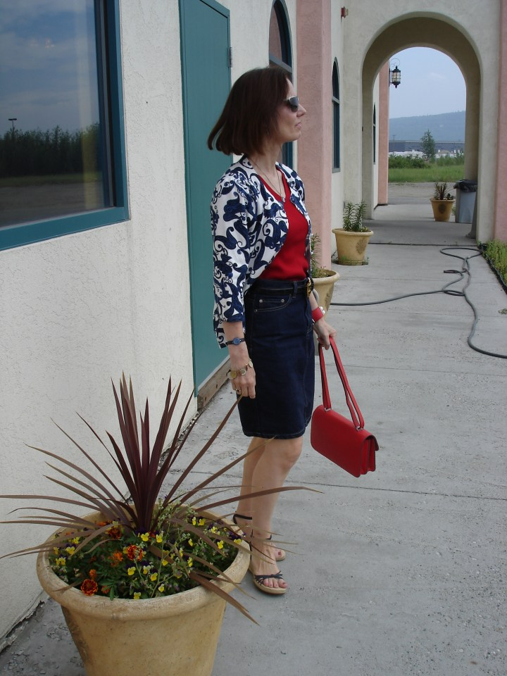 fashion blogger in red, white and blue summer business casual work outfit with paisley pattern