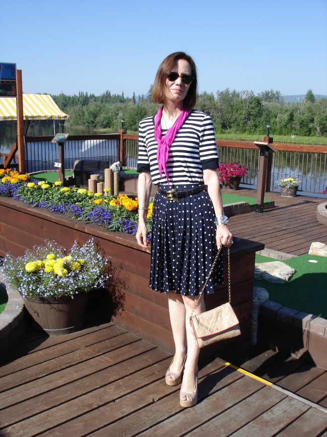 over 50 years old fashion blogger in polka dot and stripes weekend look