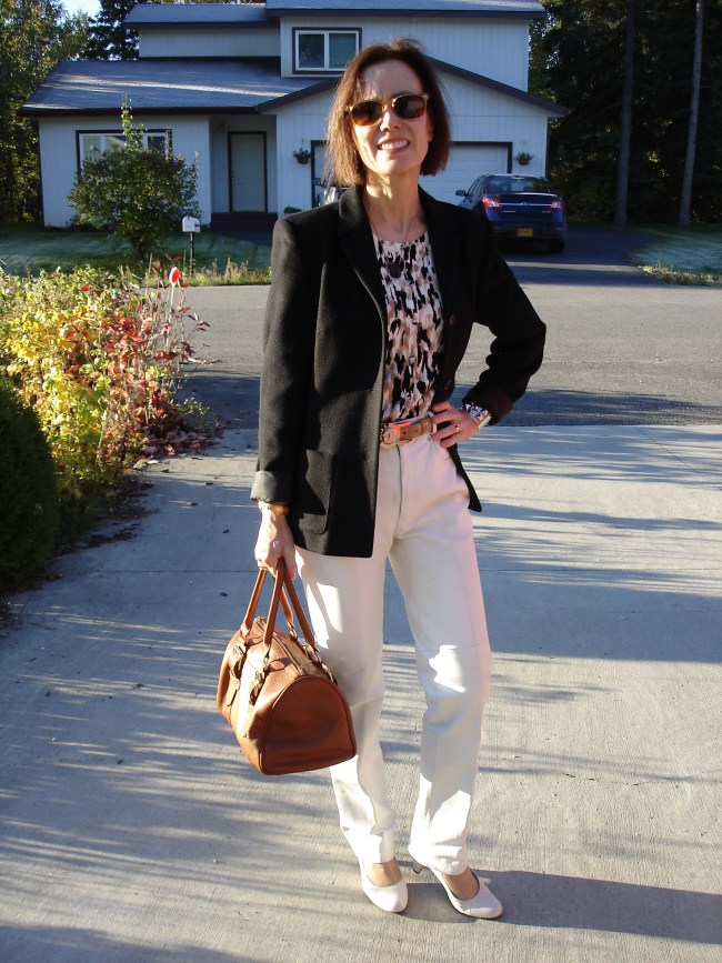 Office outfit in black, brown and whit