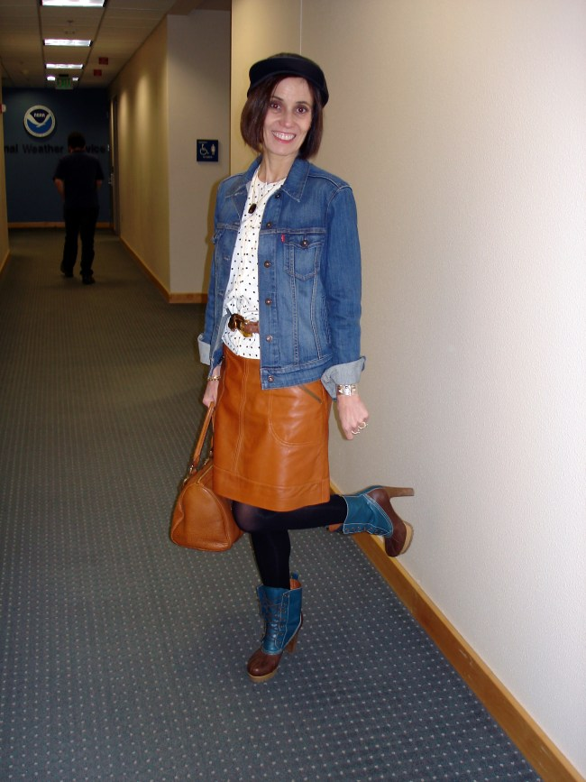 #fashionover40 woman in casual outfit with heeled duck booties, leather skirt and leather baseball cap
