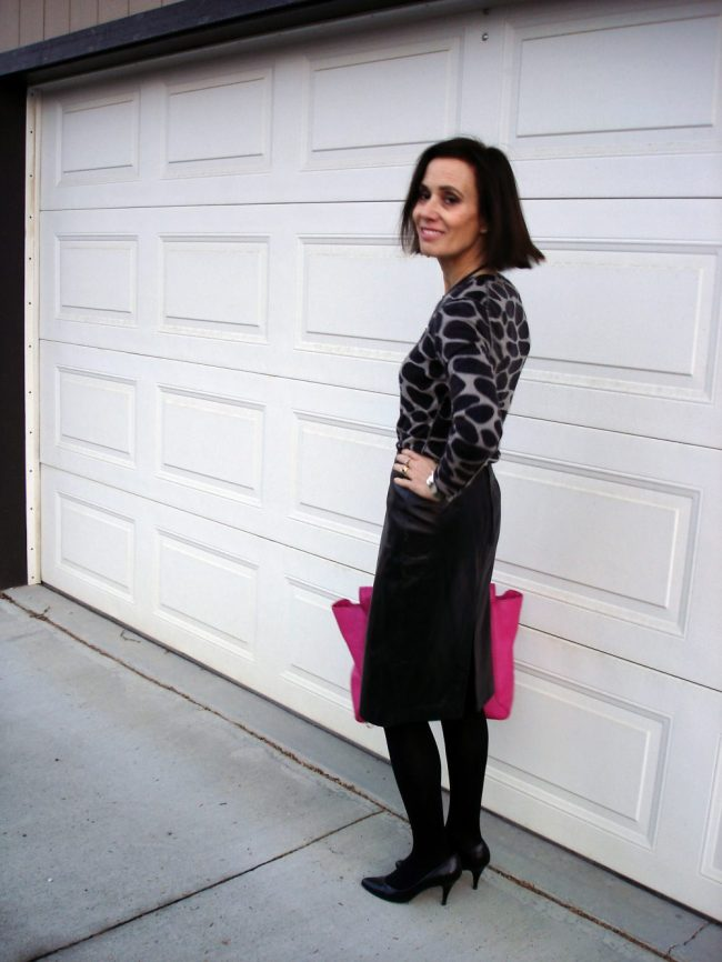 influencer in leather skirt with giraffe