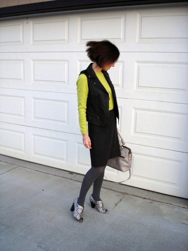 style blogger wearing a chartreuse sweater