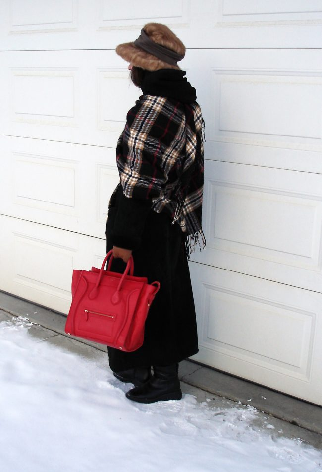 midlife blogger in posh chic winter outfit to stay warm at freezing temperatures