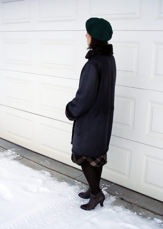 over 50 years old Alaskan fashion blogger in winter look with shearling coat and green beret