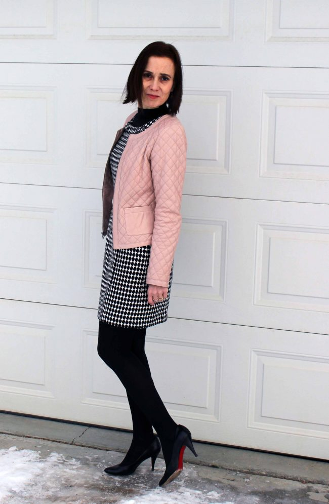 thrifting blogger demonstrating how to look great in second hand clothing