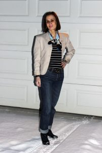 Read more about the article Business Casual in Blazer, Jeans, Pearls, Pumps, …