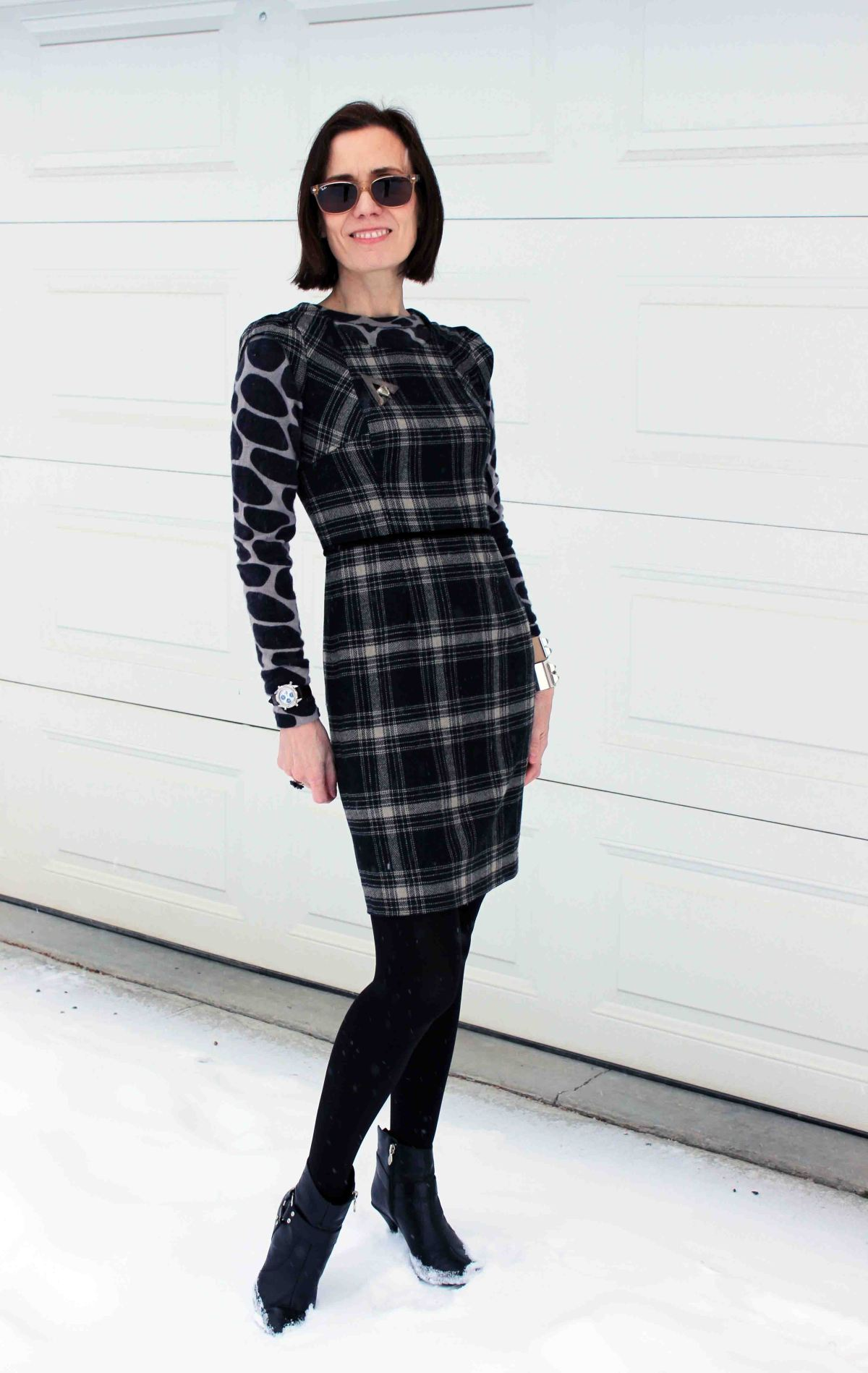 fashion blogger in black and gray outfit mixing giraffe print with plaid