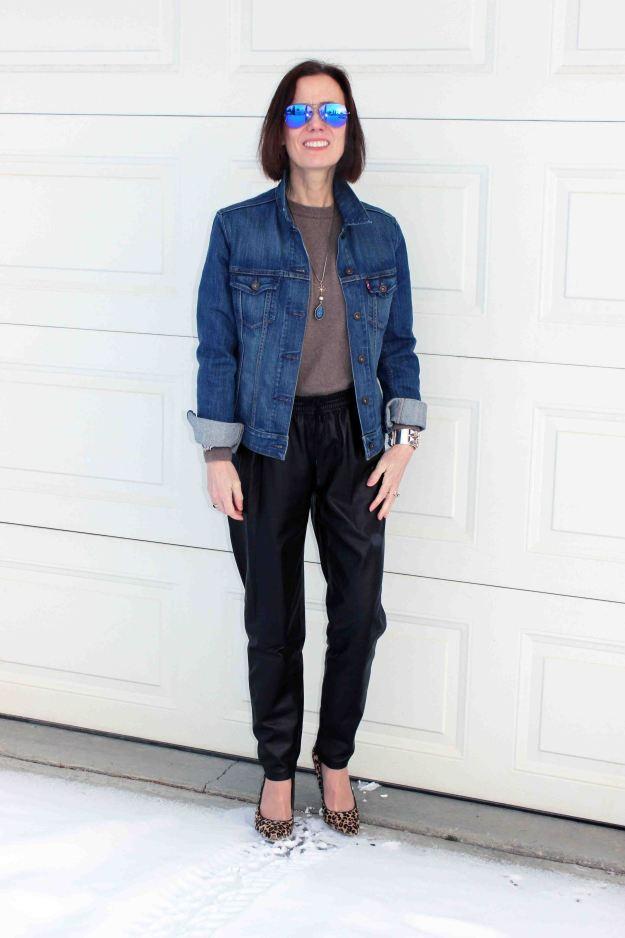 #fashionover50 mature woman in a posh casual look with purple mirrored aviator sunglasses0