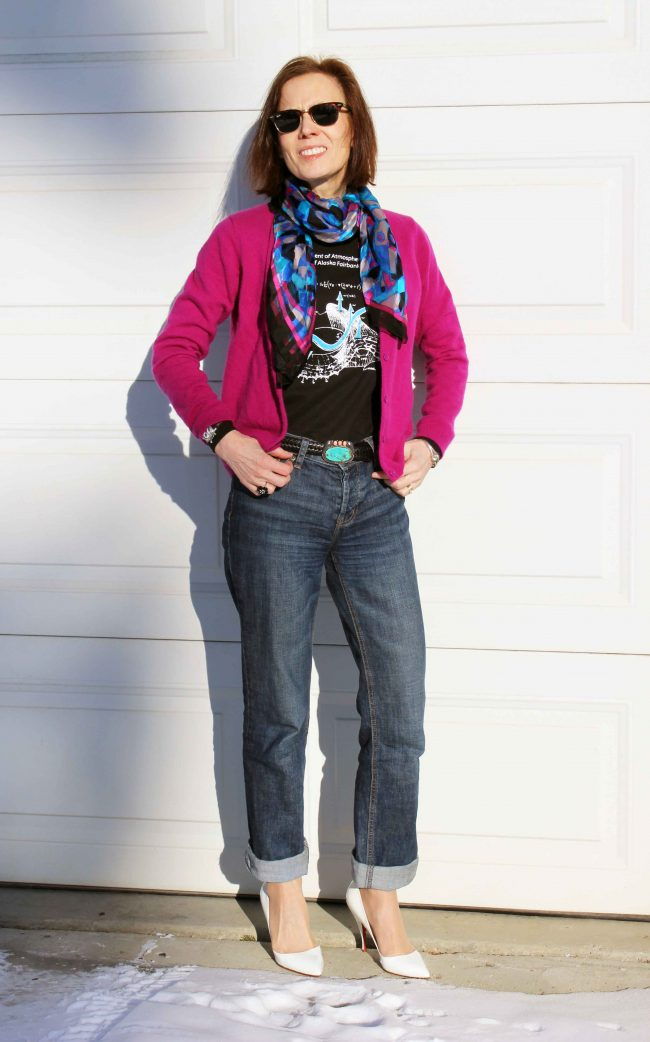stylist in college Tee cardigan and jeans