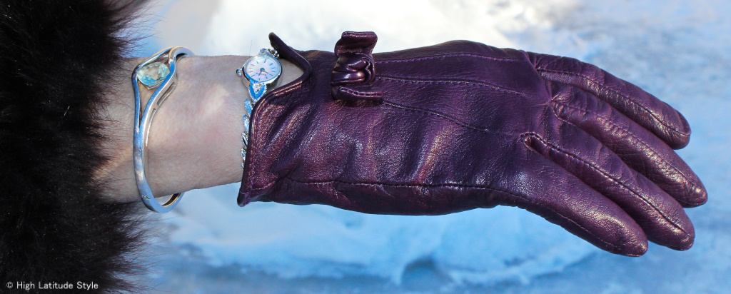 unique trendy gloves with bow and jewelry