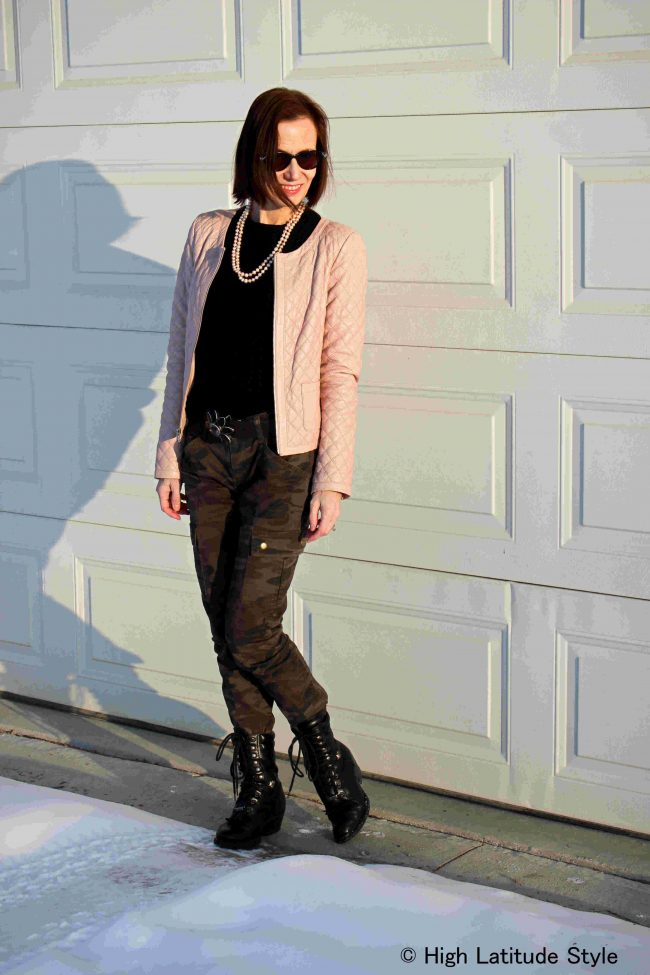 fashion blogger in blus quilted jacket and camo pants