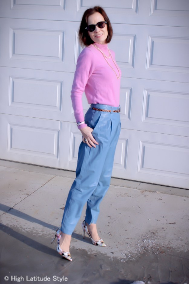 over 50 years old fashion blogger wearing an all pastels spring outfit