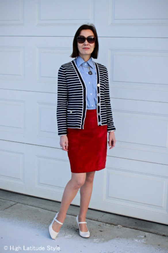 de853bca1c8de  fashionover50 mature woman wearing Jackie O. sunglasses Chanel type with  an office appropriate outfit