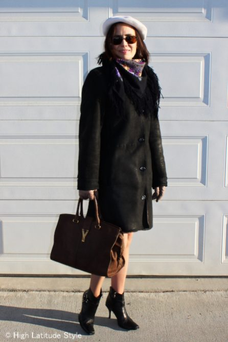 In fluencer in winterwhite beret