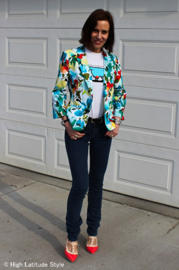 #fashionover40 woman looking posh casual in outfit with college t-shirt and consigned jeans