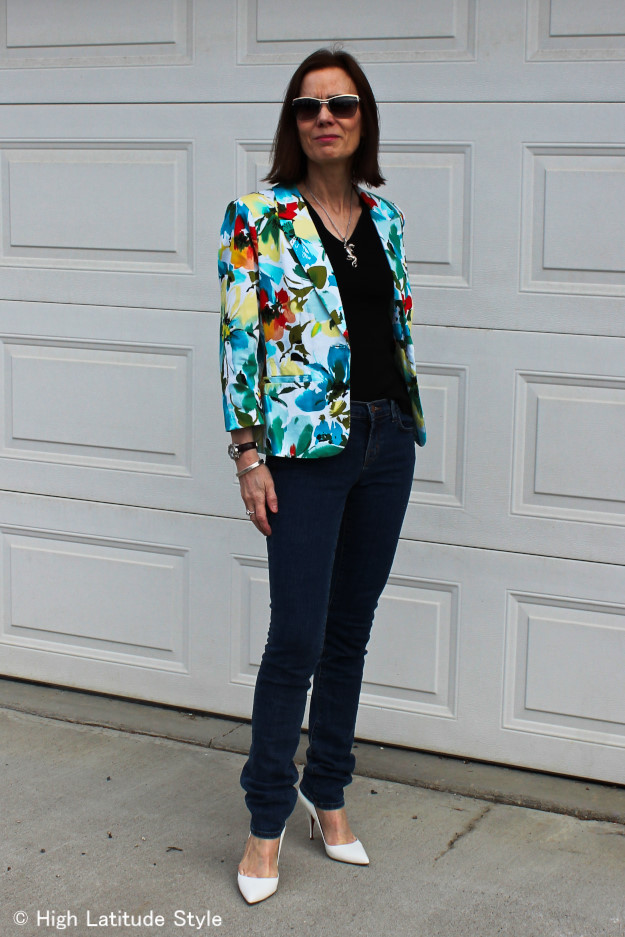 #fashionover50 woman in floral Blazer, and J Brand Jeans