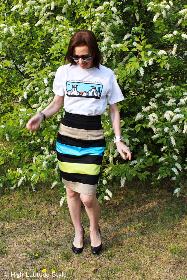 #over40fashion woman in striped skirt, sunglasses and patent leather wedges