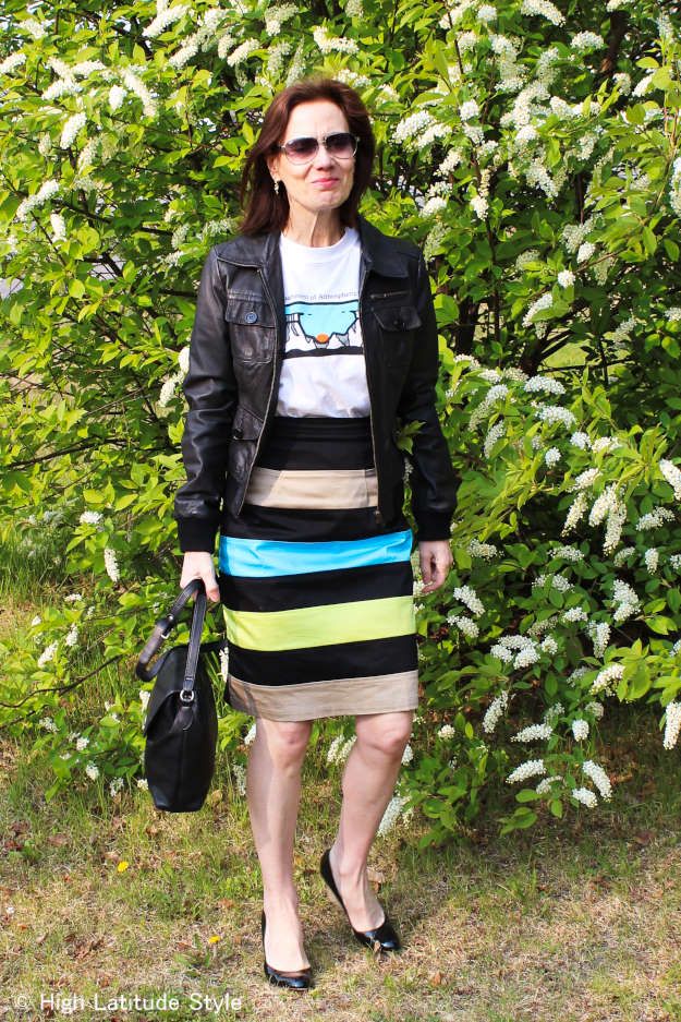 wedges #streetstyle Alaskan blogger in bomber, unique skirt and tee