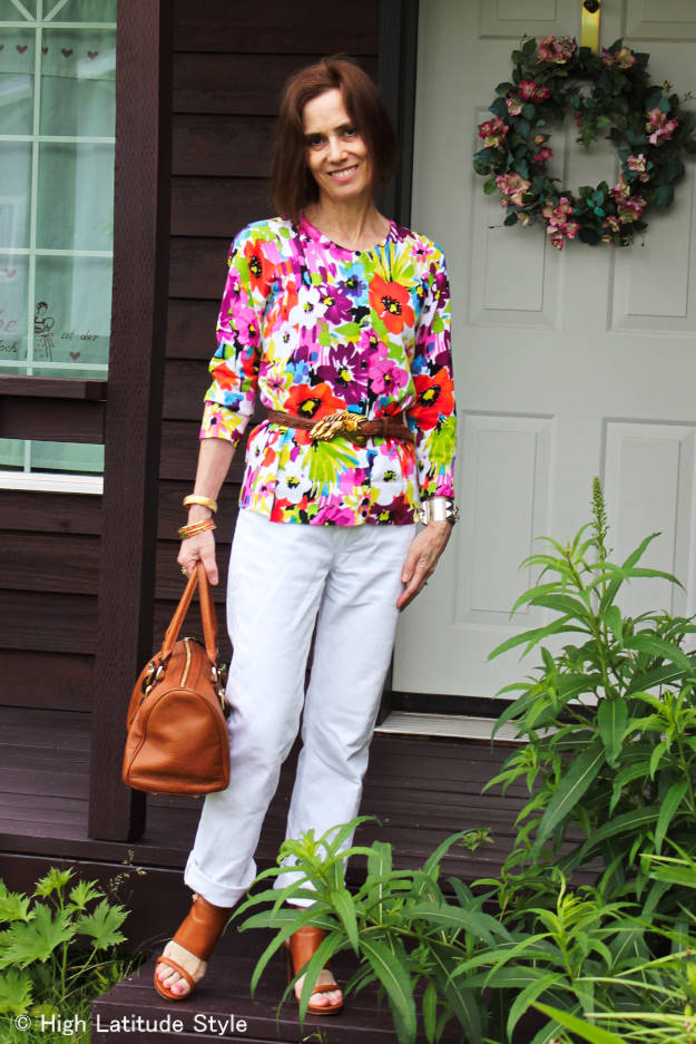 #fashionover40 woman in white jeans and floral top
