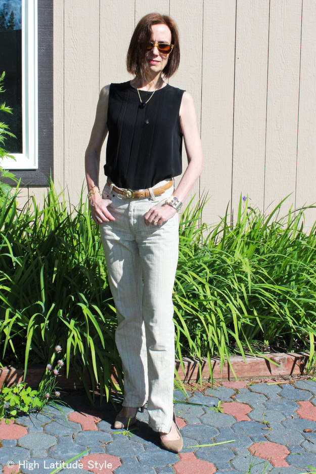 Nicole of High Latitude Style donning a classic, casual posh look with zipper details at the ankles