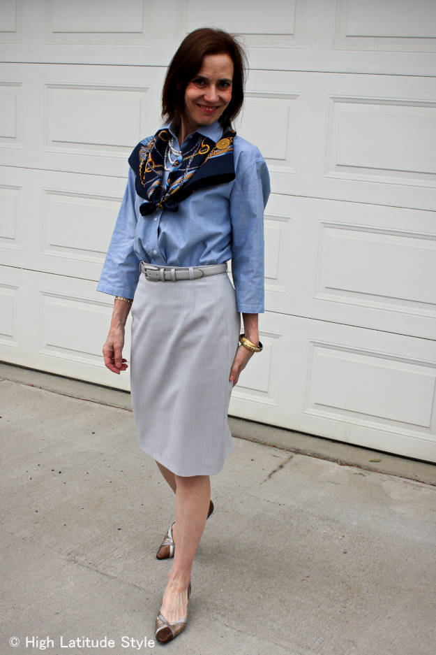style blogger Nicole presenting a stylish, non-boring corporate work outfit