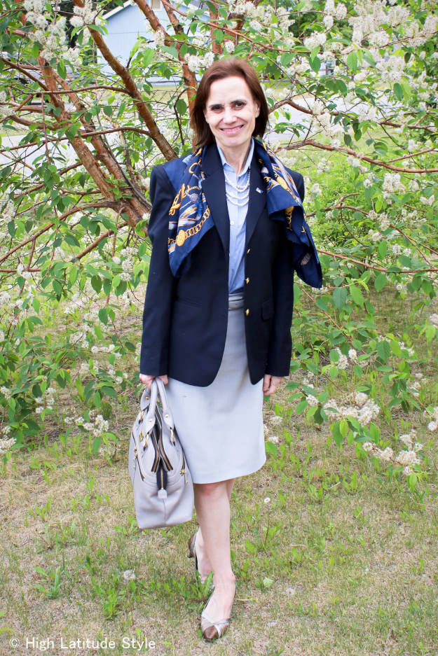 #midlifestyle fashion blogger donning a corporate work outfit with blazer in a modern way