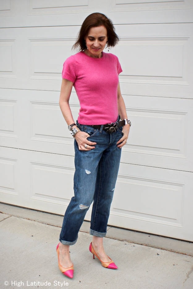 over 50 years old style blogger in a ripped boyfriend jeans outfit with pointy toe pumps