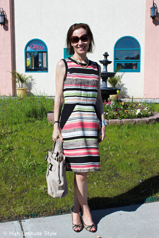 thrifting blogger in striped modern sheath dress with thrifted AK pumps