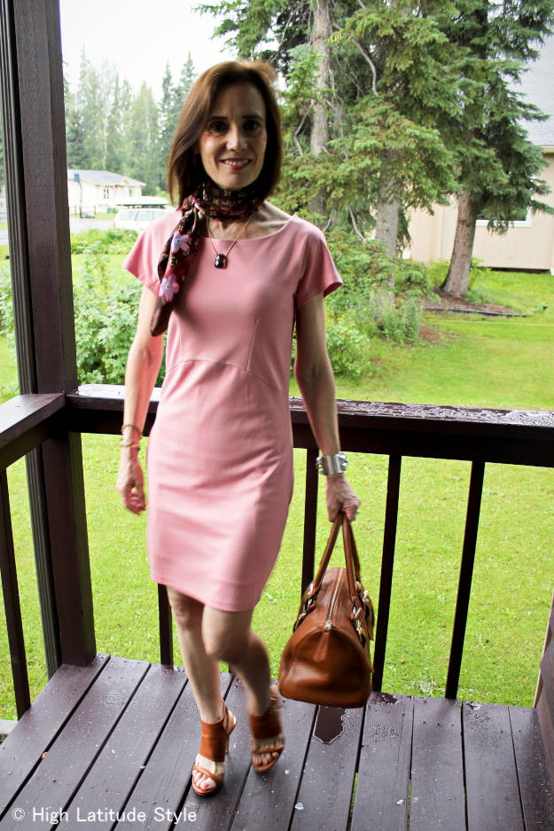 influencer in babypink dress