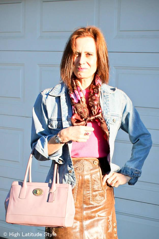 Alaskan blogger in Oktoberfest outfit with lederhosentürle skirt