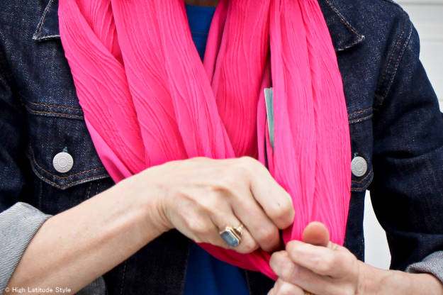 You Can Increase Your Travel Safety with a SHOLDIT Scarf (Review)