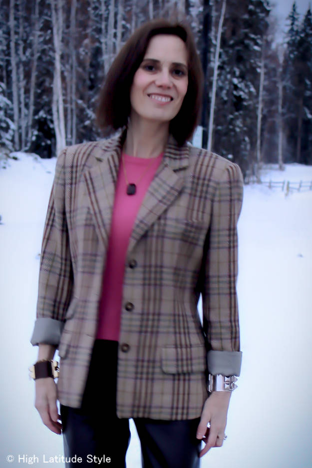 #fashionover50 #midlifestyle mature lady in pink sweater with chic plaid blazer