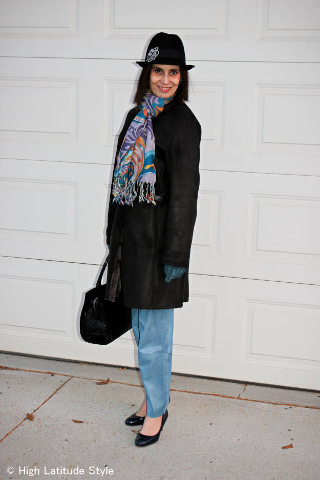 #maturestyle Street chic scarf tied in a European loop