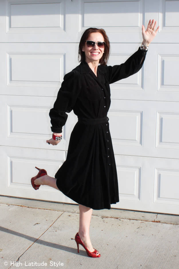 #chicover40 Style blogger Nicole in a posh spring look