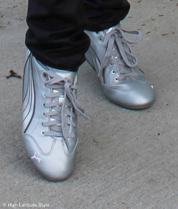 #trendsover50 #sneakertrend slim trendy silver Puma