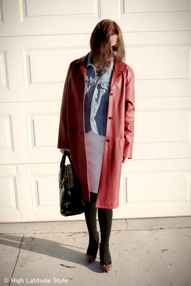 fashion over 40 Outfit with boxy leather coat
