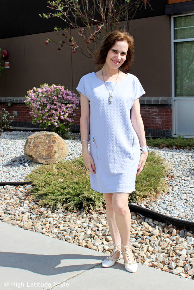 #midlifestyle mature fashion blogger in Blue Vanilla zip pocket pattern tunic dress