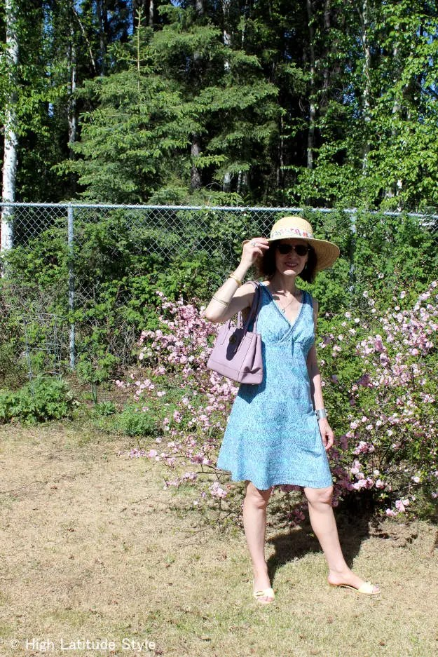 #fashionover50 midlife woman in posh casual picnic outfit with hat and sunglasses