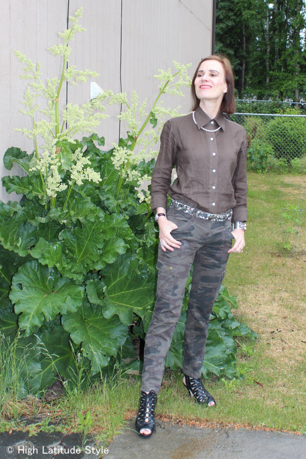 style blogger in casual Rock-inspired summer festival look